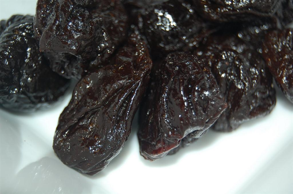 dried prunes image
